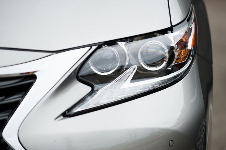 2017 Lexus ES 350 Sedan Headlight Picture