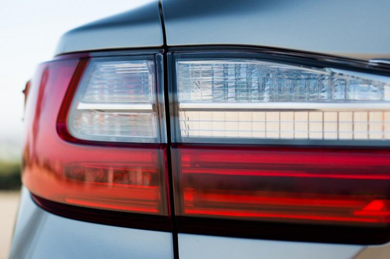 2017 Lexus ES 350 Sedan Tail Light Picture