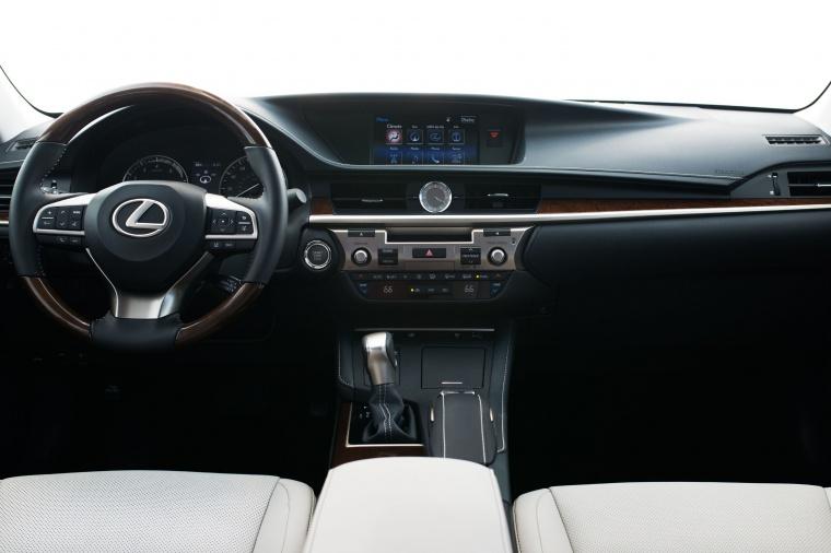 2017 Lexus ES 350 Sedan Cockpit Picture