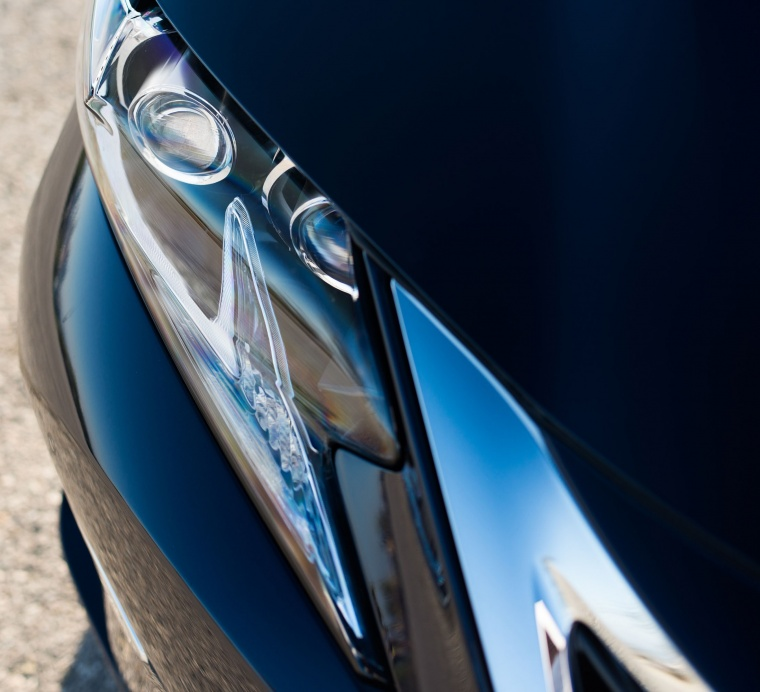 2018 Lexus ES 300h Sedan Headlight Picture