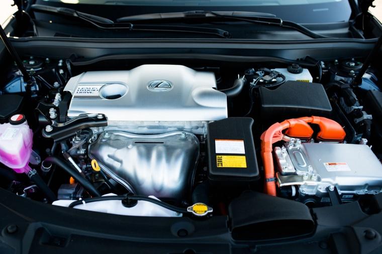2018 Lexus ES 300h Sedan 2.5-liter Inline-4 Hybrid Engine Picture