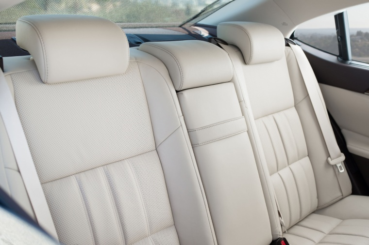 2018 Lexus ES 300h Sedan Rear Seats Picture