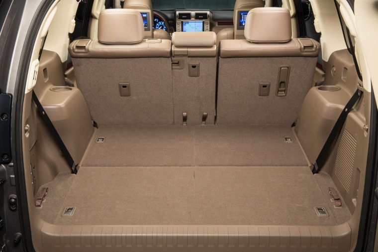 2017 Lexus GX460 Trunk Picture