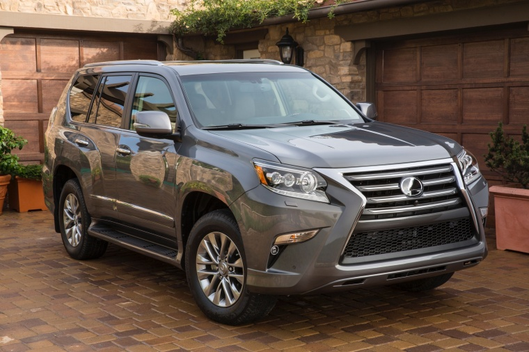 Picture of a 2018 Lexus GX460 in Nebula Gray Pearl from a front right perspective