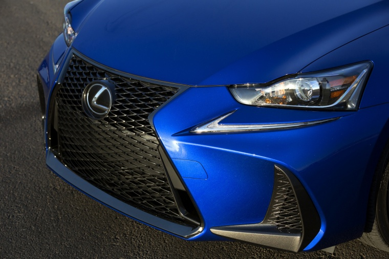 2018 Lexus IS 350 AWD Headlight Picture