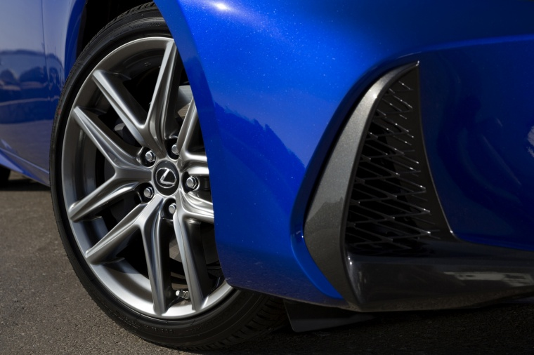 2018 Lexus IS 350 AWD Rim Picture
