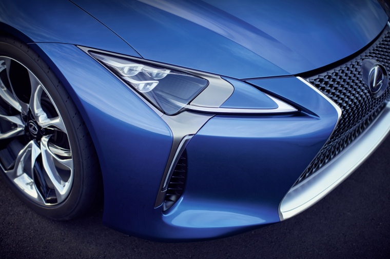 2018 Lexus LC 500h Coupe Headlight Picture