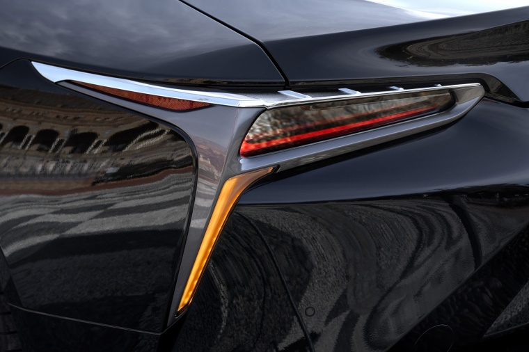 2018 Lexus LC 500h Coupe Tail Light Picture