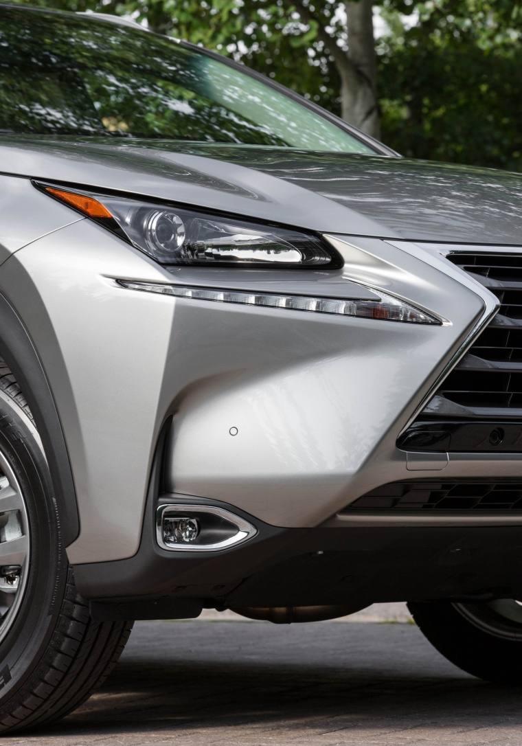 2017 Lexus NX200t Headlight Picture