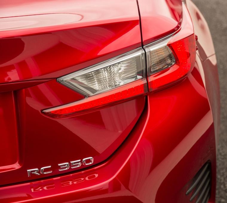 2017 Lexus RC350 F-Sport Tail Light Picture