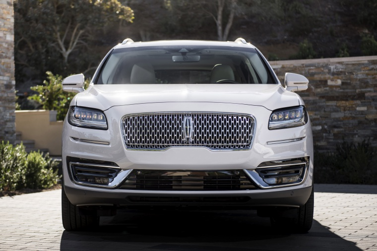 Picture of a 2020 Lincoln Nautilus 2.7T AWD in Ceramic Pearl from a frontal perspective