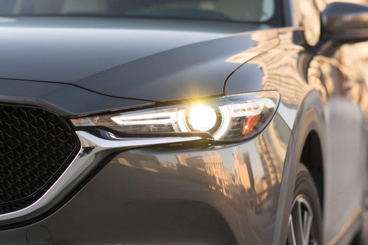 2018 Mazda CX-5 Headlight Picture
