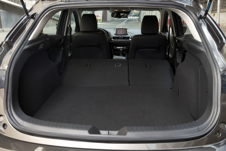 2014 Mazda Mazda3 Hatchback Trunk Picture