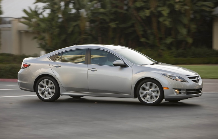 2010 Mazda 6s in Brilliant Silver Metallic from a right side view