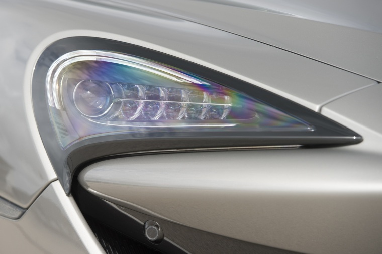 2017 McLaren 570S Coupe Headlight Picture