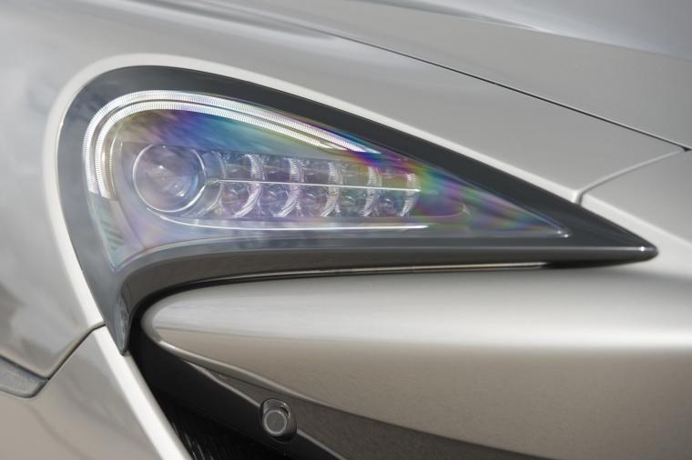2017 McLaren 570S Coupe Headlight Picture