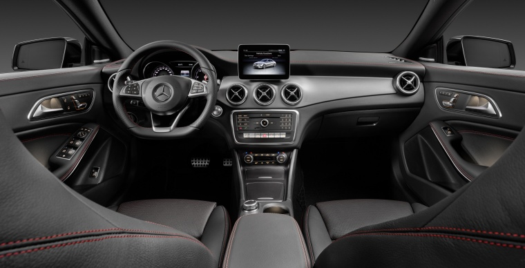 2017 Mercedes-Benz CLA-Class 4-door Coupe Cockpit