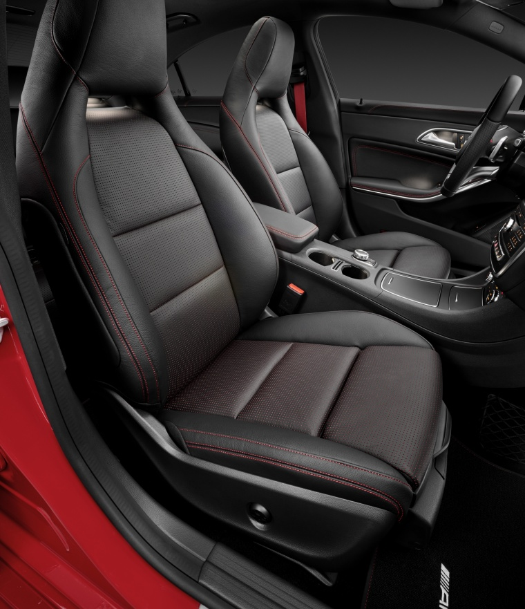 2018 Mercedes-Benz CLA-Class 4-door Coupe Front Seats Picture