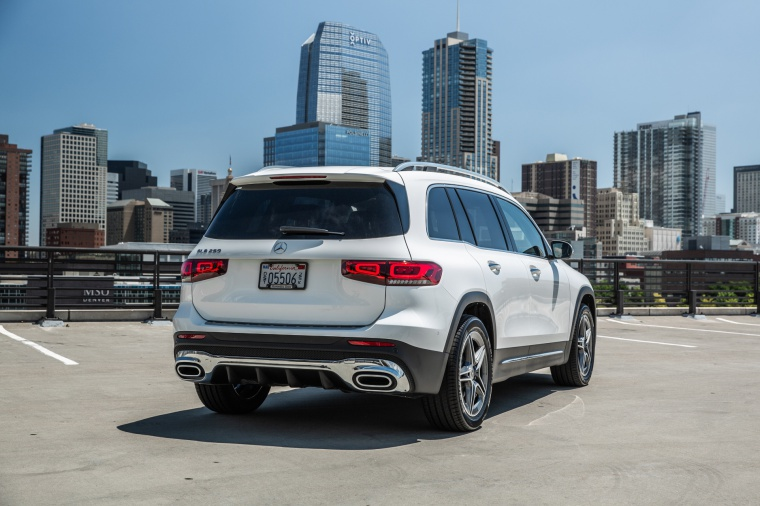 Picture of a 2020 Mercedes-Benz GLB 250 in Polar White from a rear right perspective