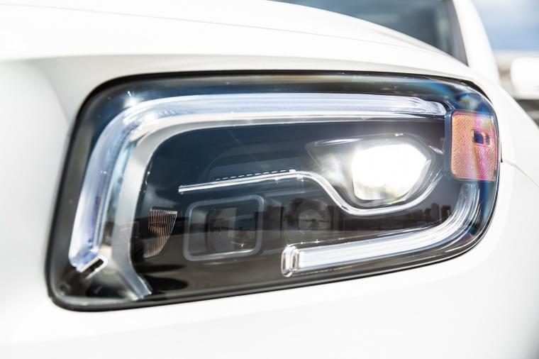 2020 Mercedes-Benz GLB 250 Headlight Picture