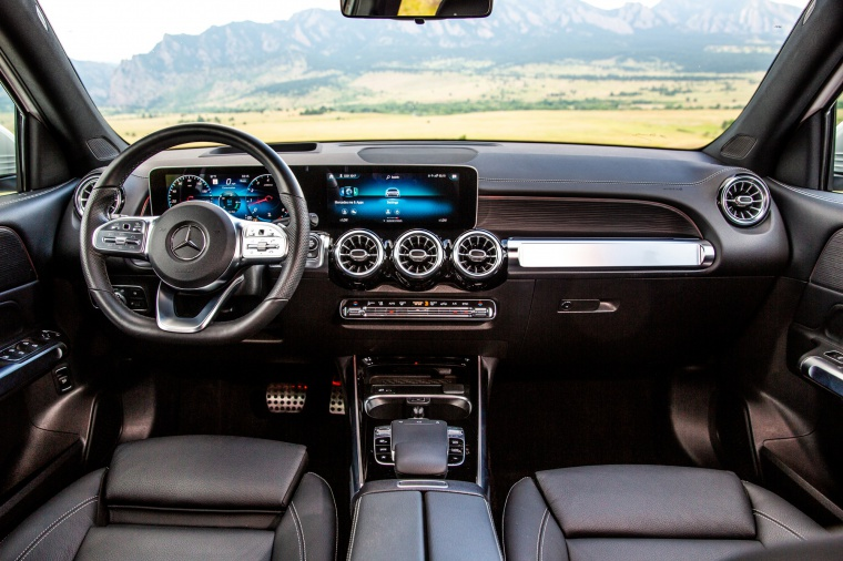2020 Mercedes-Benz GLB 250 Cockpit in Black