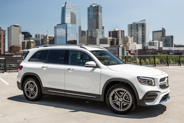 Picture of a 2020 Mercedes-Benz GLB 250 in Polar White from a front right three-quarter perspective