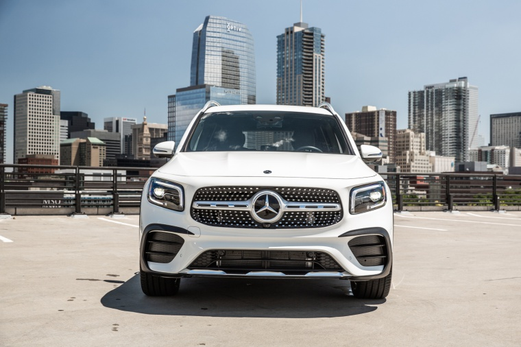 2020 Mercedes-Benz GLB 250 in Polar White from a frontal view