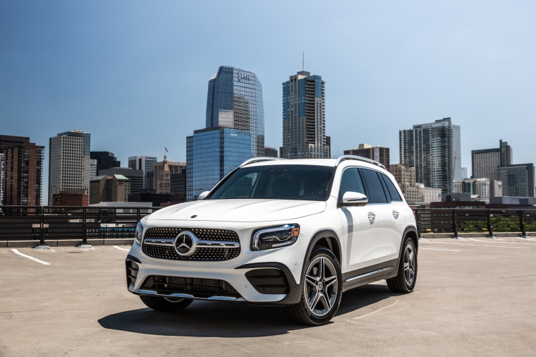 Picture of a 2020 Mercedes-Benz GLB 250 in Polar White from a front left perspective
