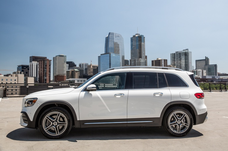 Picture of a 2020 Mercedes-Benz GLB 250 in Polar White from a left side perspective