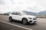 Picture of a driving 2020 Mercedes-Benz GLB 250 in Polar White from a front right three-quarter perspective
