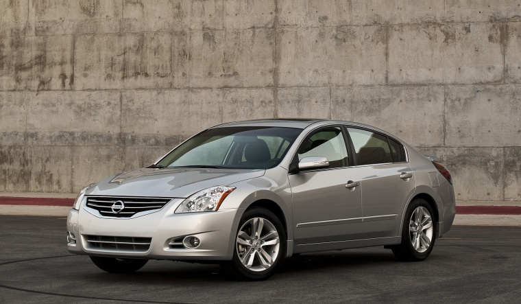 2010 Nissan Altima 3.5 SR in Radiant Silver Metallic from a front left three-quarter view