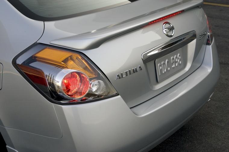 Beautiful 2010 Nissan Altima 3.5 SR Tail Light Picture
