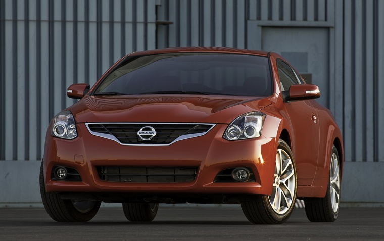 2011 nissan altima coupe 3 5 sr in red alert color. Black Bedroom Furniture Sets. Home Design Ideas