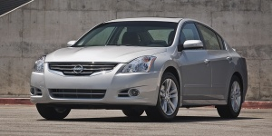2011 Nissan Altima Pictures