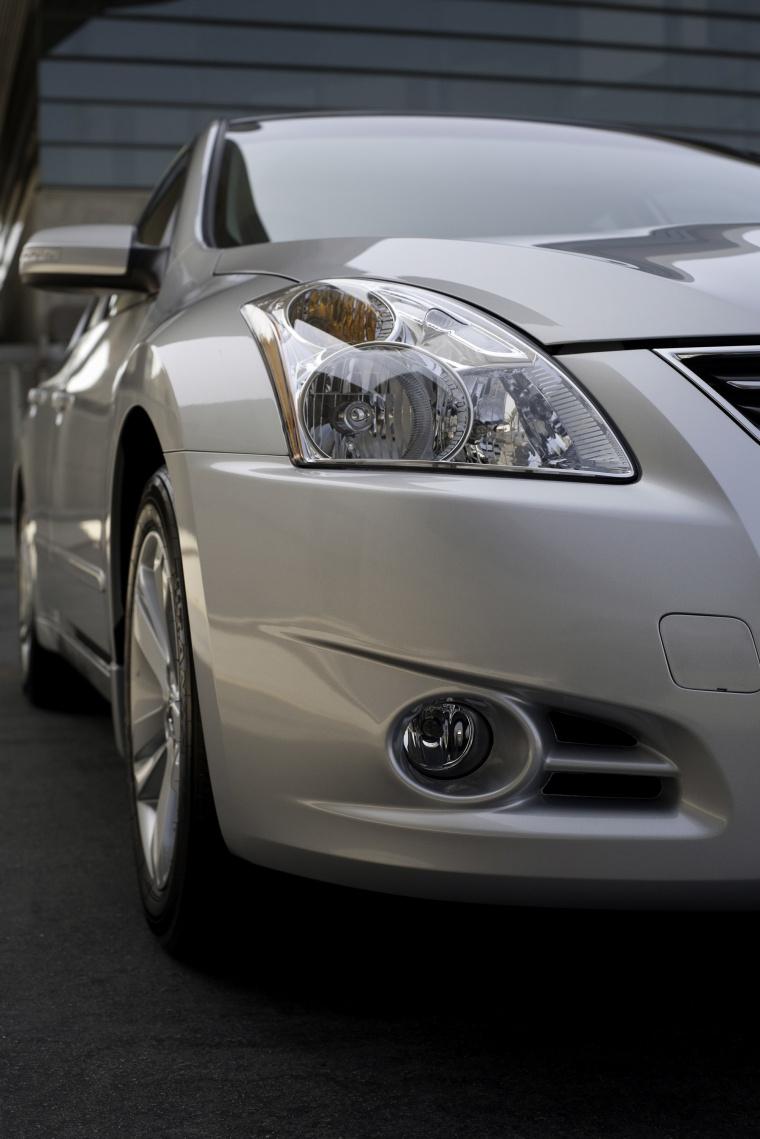 2012 Nissan Altima 3.5 SR Headlight Picture