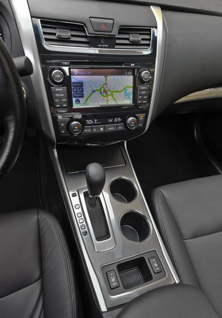 2014 Nissan Altima Sedan 3.5 SL Center Console Picture