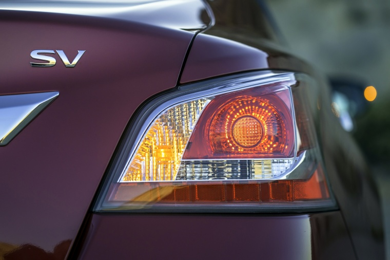 2015 Nissan Altima Sedan 2.5 SV Tail Light Picture