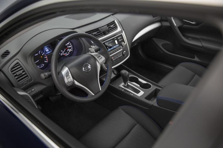 2017 Nissan Altima SR Interior Picture