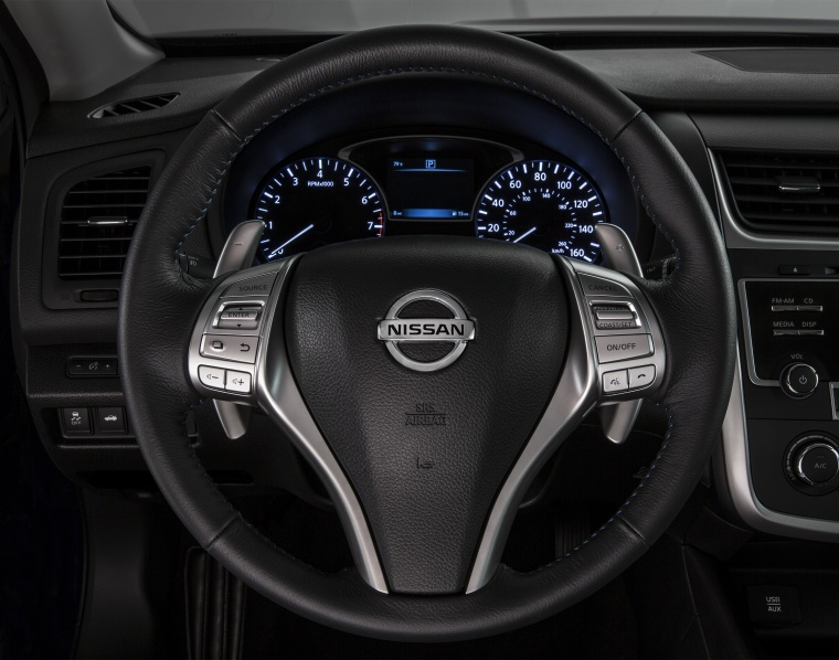 2017 Nissan Altima SR Cockpit Picture