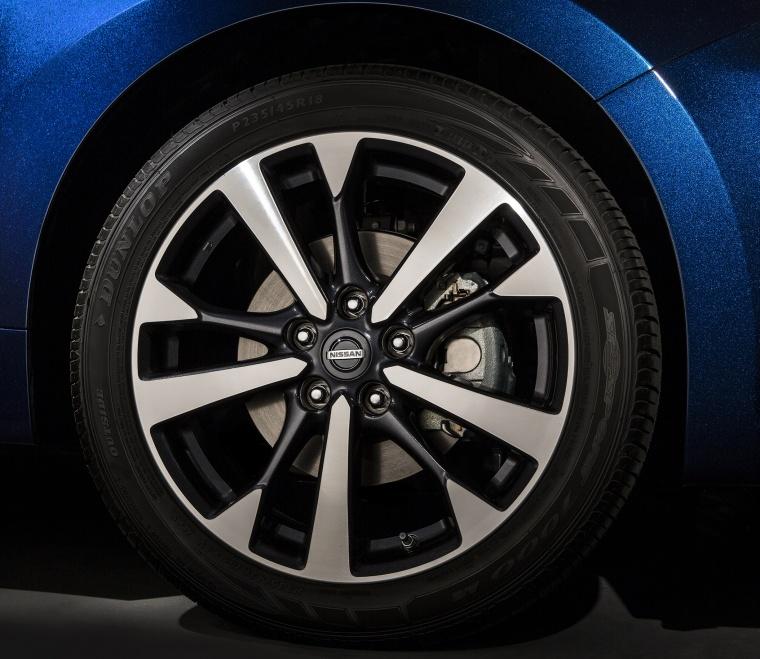 2017 Nissan Altima SR Rim Picture