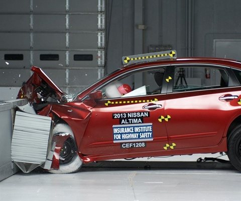 2017 Nissan Altima IIHS Frontal Impact Crash Test Picture