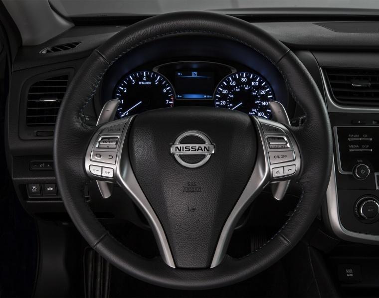 2018 Nissan Altima SR Cockpit Picture