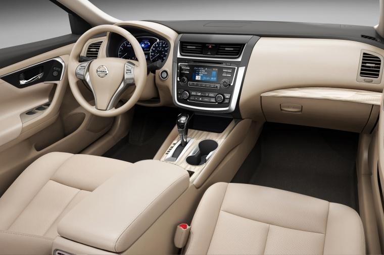 2018 Nissan Altima SR Interior Picture
