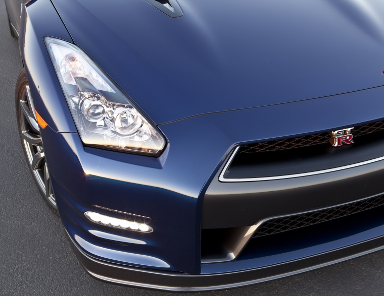 2012 Nissan GT-R Coupe Headlight Picture