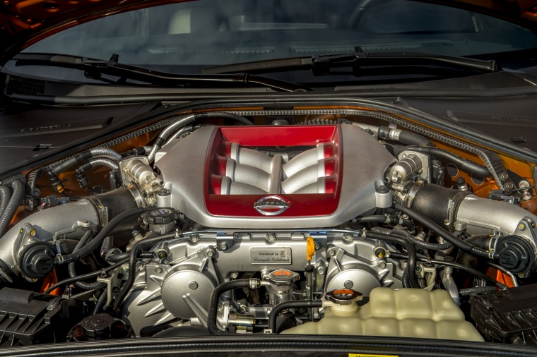 2017 Nissan GT-R Coupe Premium 3.8-liter twin-turbocharged V6 Engine Picture