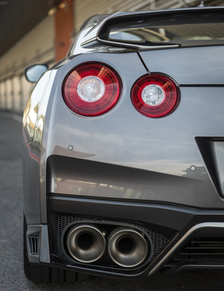 2017 Nissan GT-R Coupe Premium Tail Light Picture