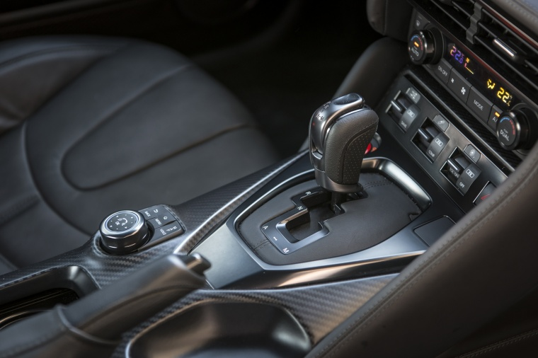 2017 Nissan GT-R Coupe Premium Center Console Picture