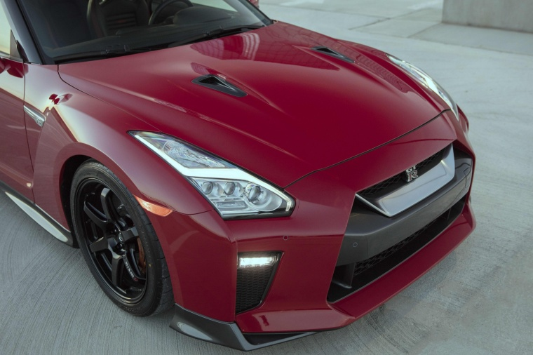 2017 Nissan GT-R Coupe Track Edition Headlight Picture