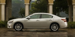 2010 Nissan Maxima Reviews / Specs / Pictures / Prices