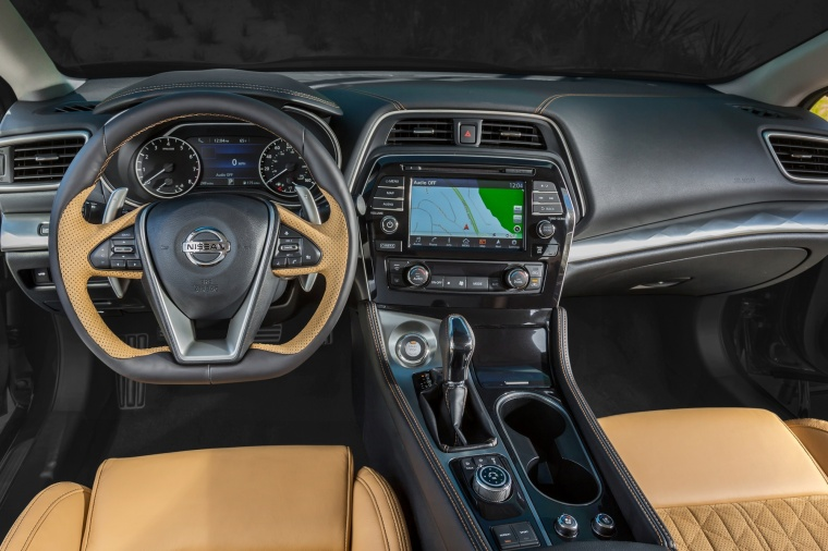 2016 Nissan Maxima SR Sedan Cockpit Picture